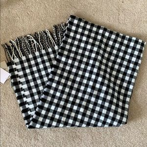 NWT Checkered Blanket Scarf/Poncho